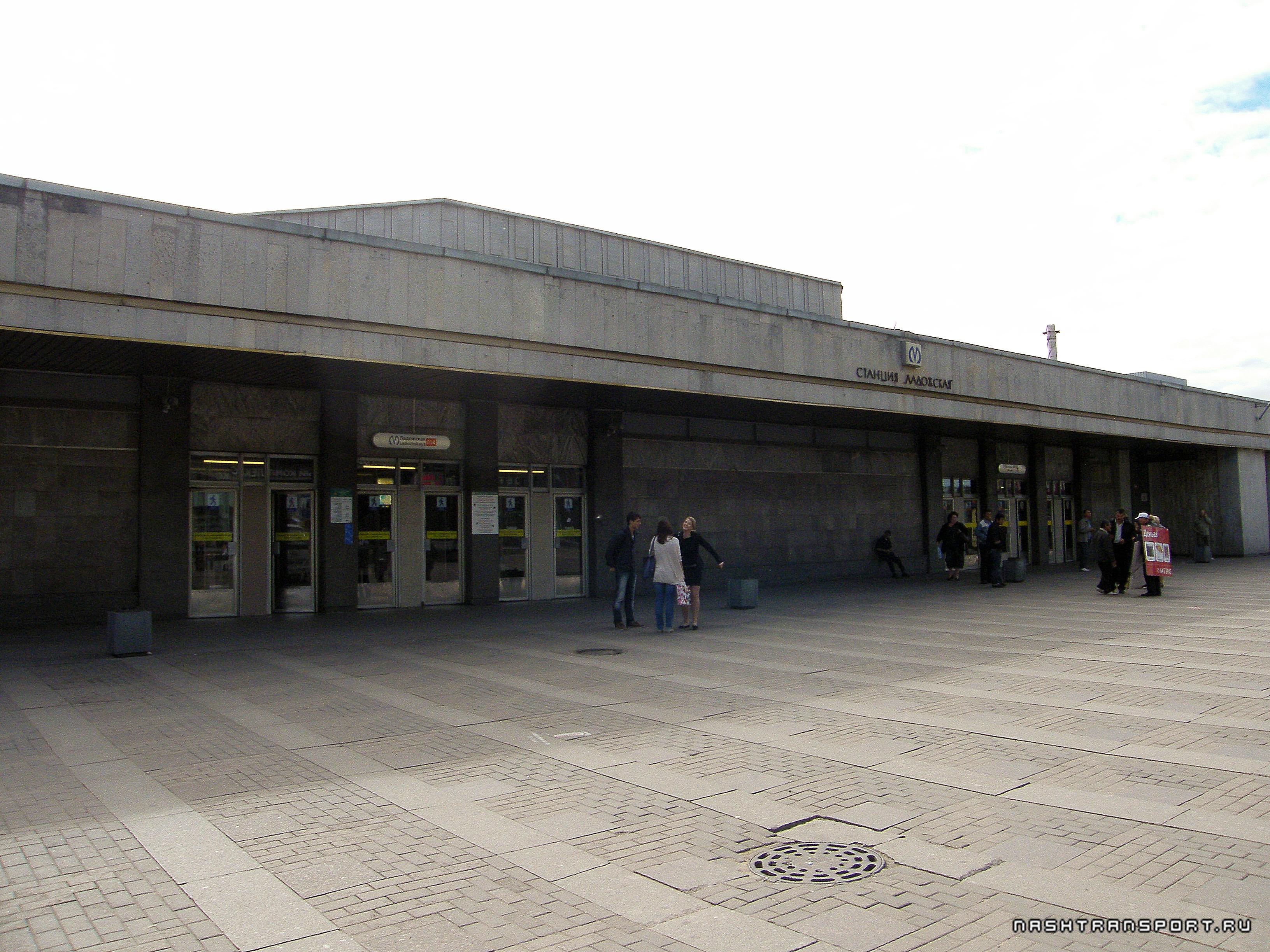 девушки-красноармейки метро красногвардейская в ленинграде фото значит