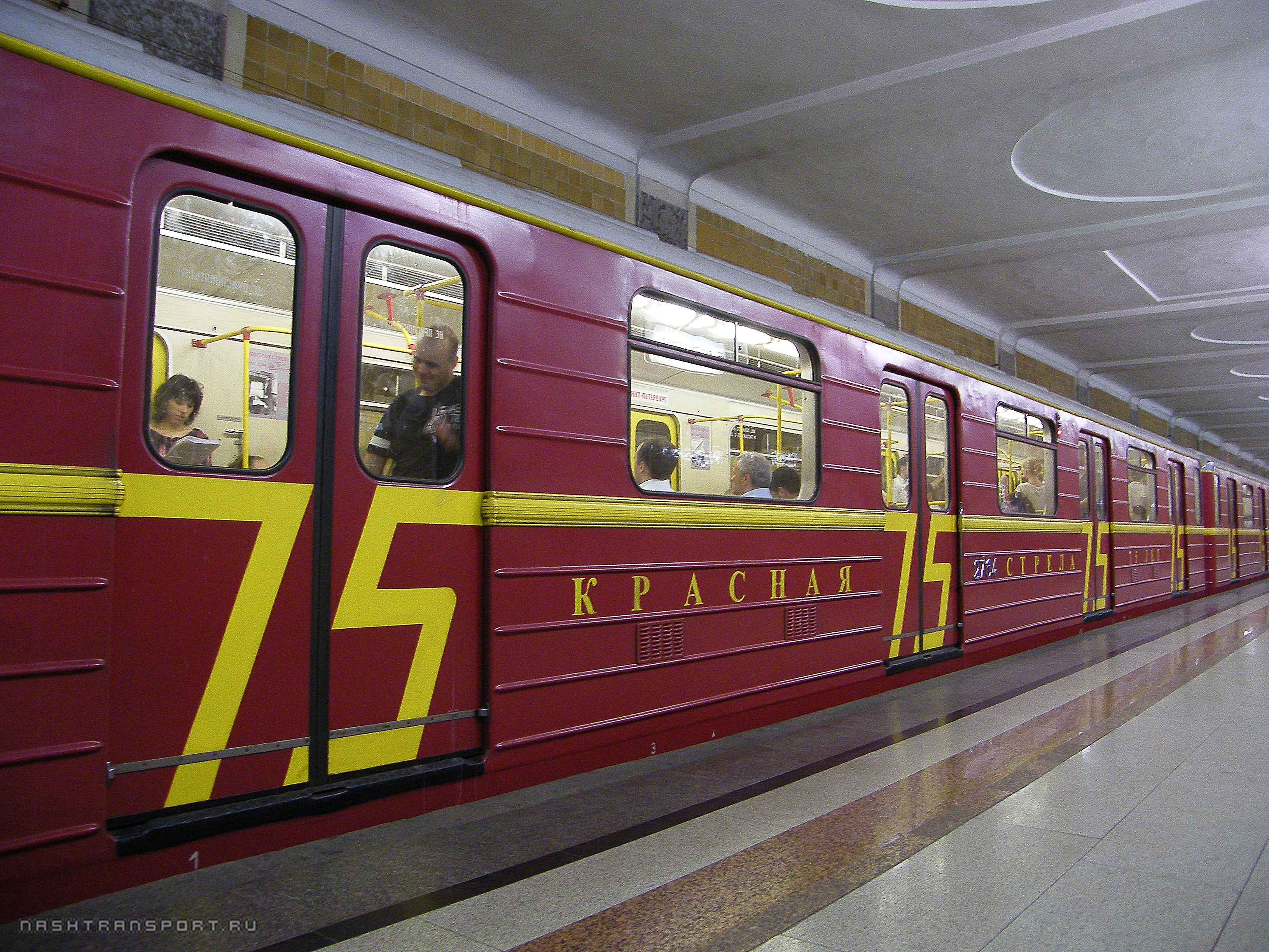 http://wiki.nashtransport.ru/images/e/e0/Москва_Красная_стрела_2.jpg